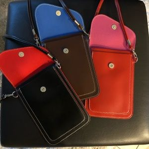 Accessories - Crossbody phone pouch